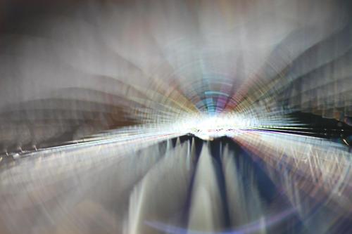 Auf einer Lichtung glitzerte dieses perfekte Spinnennetz.